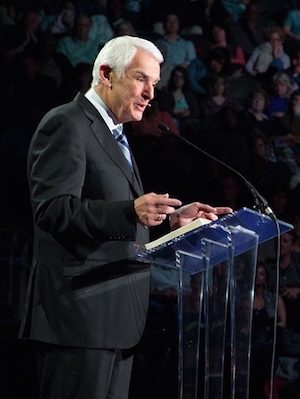 Dr. David Jeremiah speaking to a group.