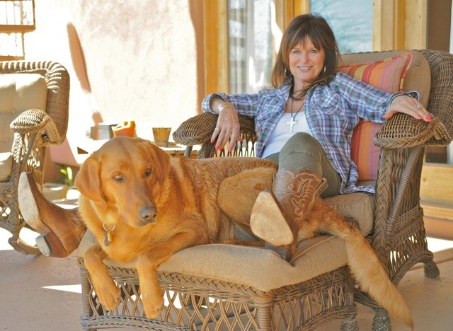 Jessi Colter with her dog.