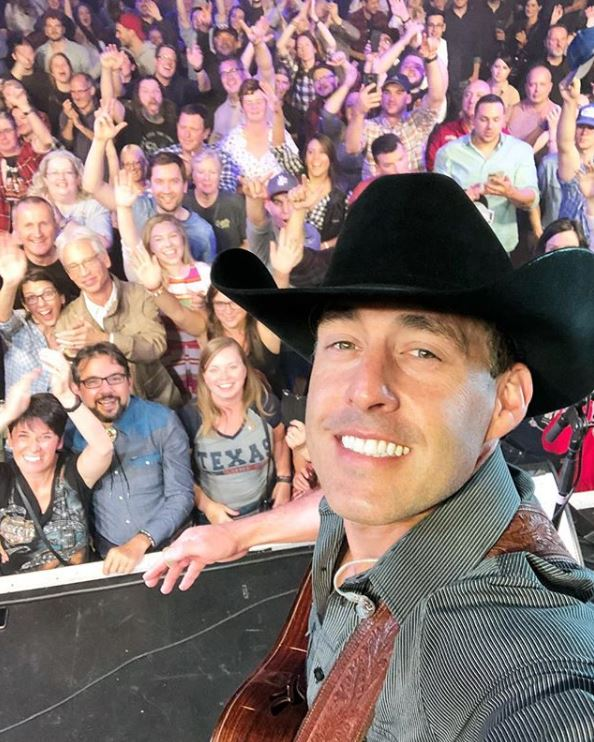 Aaron Watson in concert with audience