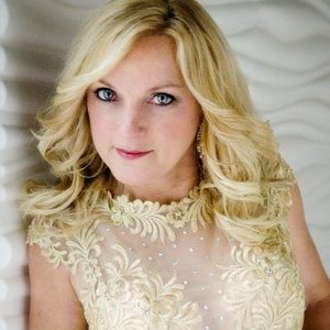 Queen of Bluegrass, Rhonda Vincent joins the Jesus Calling podcast to tells us about growing up in her very musical family, some of the blessings and miracles God's given her along the way.