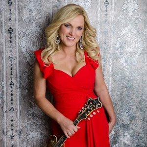 Queen of bluegrass, Rhonda Vincent as featured on the Jesus Calling podcast