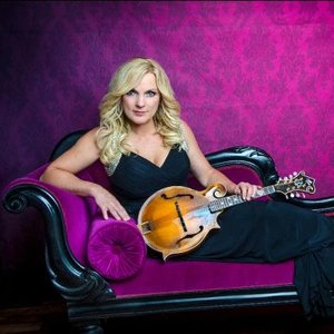 Jesus Calling podcast welcomes the queen of bluegrass, Rhonda Vincent, who shares how she recognizes God's blessings and medical miracle
